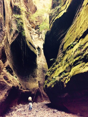 These smaller gorges were like natural air conditioners - the air inside was freezing